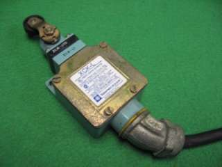SCHNEIDER TELEMECANIQUE XCK L OSISENSE LIMIT SWITCH A6C0 A300 & ROLLER