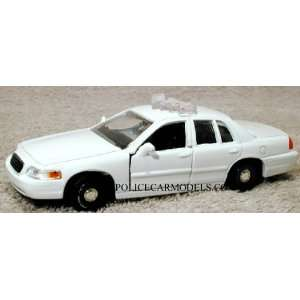 Motormax 1/43 White Ford Police Car   CASE OF 24 CARS Toys & Games