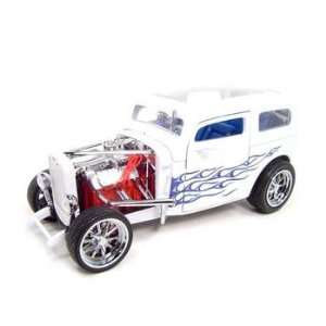 1931 FORD MODEL A CUSTOM WHITE 118 DIECAST MODEL