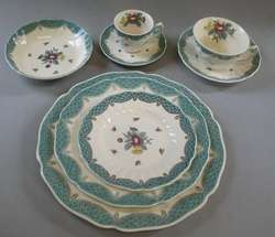 Huge Royal Doulton Lowestoft China Set for 8 w/ Serving Pieces